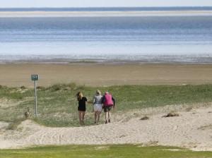 Tre generationer går tur Foto: Steen Larsen